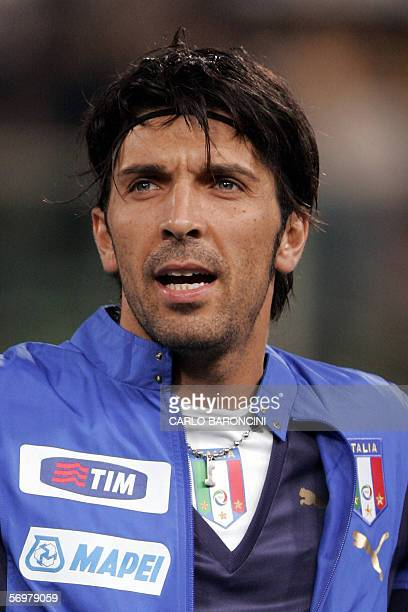 Italy's goalkeeper Gianluigi Buffon during their friendly football match at Artemio Franchi stadium in Florence 01 March 2006 AFP PHOTO / CARLO...