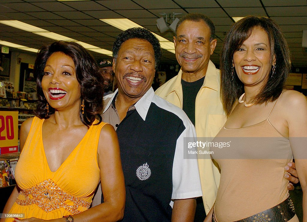 Florence LaRue, Billy Davis, Lamonte McLemore and Marilyn McCoo of The 5th Dimension