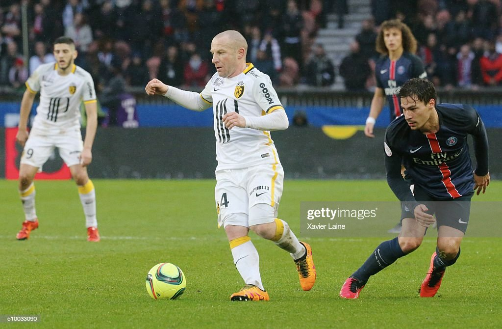 Florent Balmont of Lille LOSC in action with <a gi-track='captionPersonalityLinkClicked' href=/galleries/search?phrase=Benjamin+Stambouli&family=editorial&specificpeople=7133311 ng-click='$event.stopPropagation()'>Benjamin Stambouli</a> of Paris Saint-Germain during the French Ligue 1 between Paris Saint-Germain and Lille OSC at Parc Des Princes on february 13, 2016 in Paris, France.