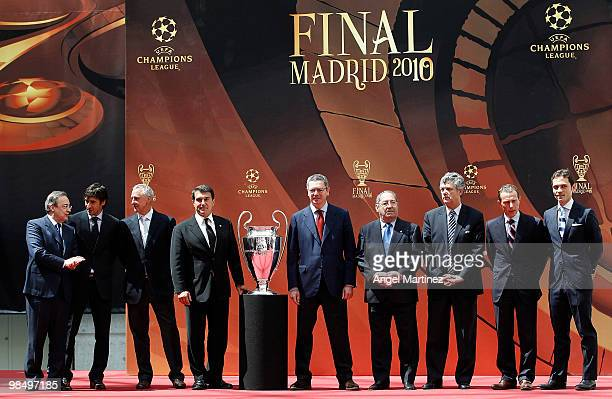 Florentino Perez president of Real Madrid Raul Gonzalez of Real Madrid Johan Cruyff honorary president of Barcelona Joan Laporta president of...