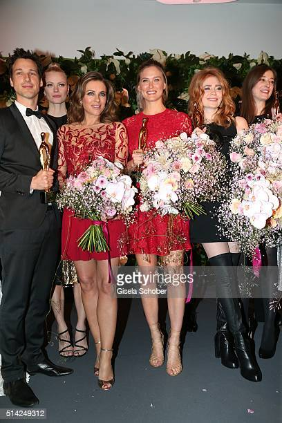 Florian David Fitz Elizabeth Hurley Bar Refaeli and Palina Rojinski with award during the PEOPLE Style Awards at Hotel Vier Jahreszeiten on March 7...
