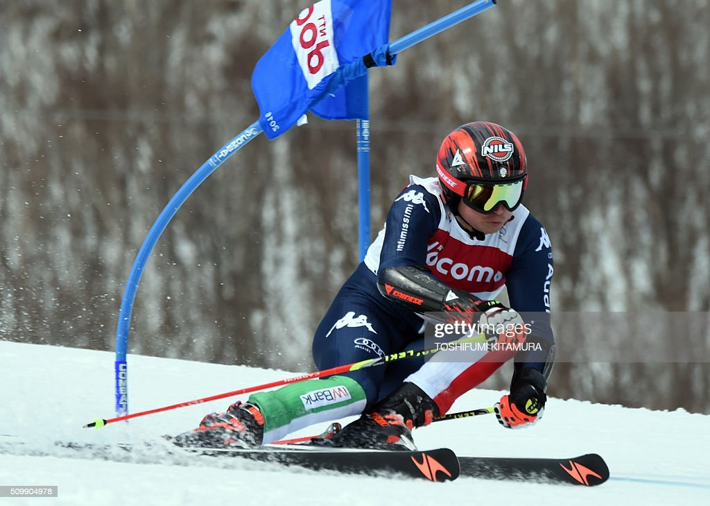 Florian Eisath of Italy skies down the course during his first run at the FIS Ski World Cup 2015/2016 6th men's giant slalom in Naeba, Niigata prefecture on February 13, 2016. AFP PHOTO / TOSHIFUMI KITAMURA / AFP / TOSHIFUMI KITAMURA