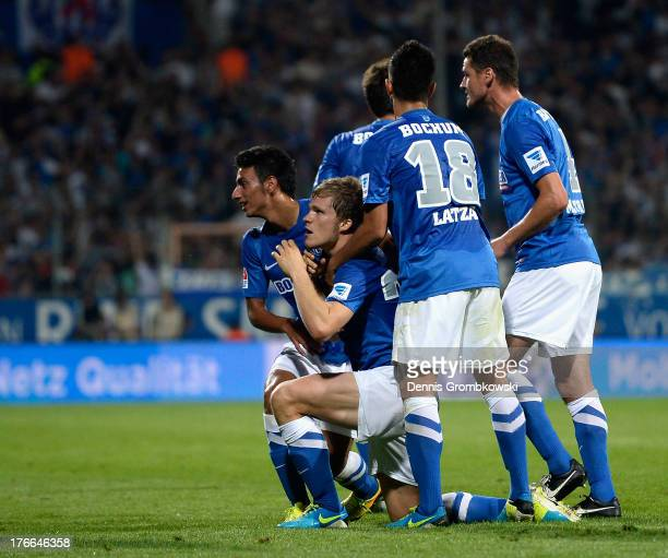 Florian Jungwirth of VfL Bochum celebrates with teammates after scoring his team's second goal during the Second Bundesliga match between VfL Bochum...