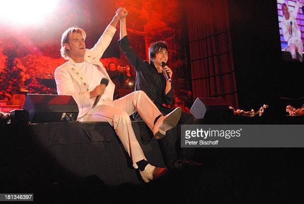 Florian Silbereisen Declan Tournee 'Das Frühlingsfest der Volksmusik 2007' Halle 7 Stadthalle Bremen Deutschland Bühne Auftritt Mikrofon singen...