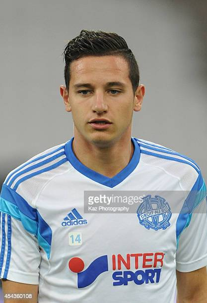 Florian Thauvin of Marseille warms up prior to the French Ligue 1 match between Olympique de Marseille and OGC Nice at Stade Velodrome on August 29...