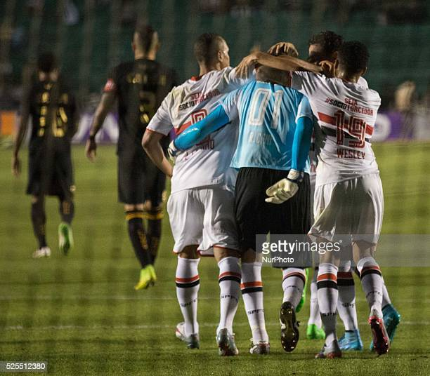 Florian��polis/SC S��o Paulo players celebrate the goal scored by Rog��rio Ceni from 18th round of Brazilian Soccer Championship 2015 Photo Fernando...