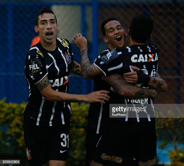 Florian��polis/SC Corinthians players celebrate the goal scored by Luciano from 19th round of Brazilian Soccer Championship 2015 Photo Fernando Remor