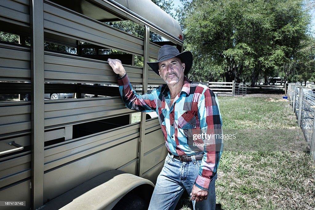 Florida Cowboy Rancher with Horse Trailer on Farm : Stockfoto