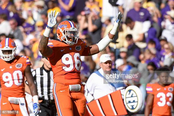 Florida Gators defensive lineman Cece Jefferson holds up 4 fingers for the start of the 4th quarter during the football game between Florida and LSU...