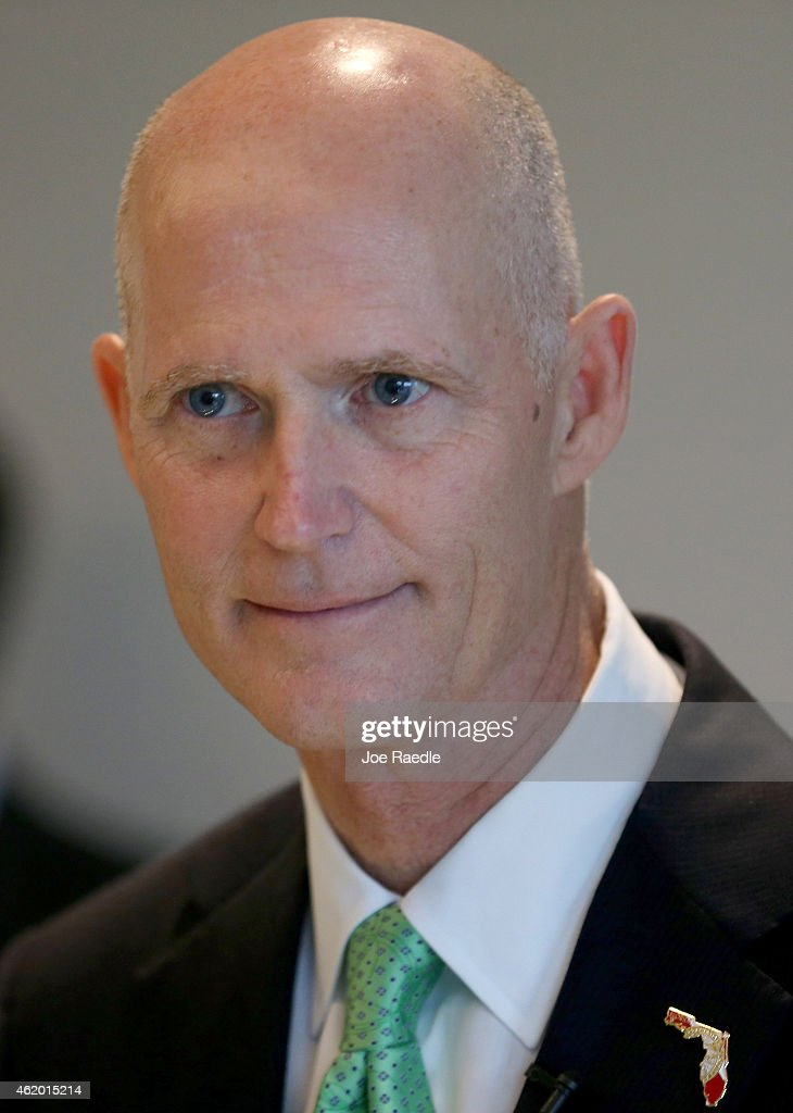 Florida Governor Rick Scott speaks to the media during a visit to SeaLand shipping lines new... Show more - florida-governor-rick-scott-speaks-to-the-media-during-a-visit-to-picture-id462015214
