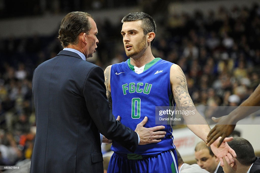 Florida Gulf Coast head coach Joe Dooley talks with <a gi-track='captionPersonalityLinkClicked' href=/galleries/search?phrase=Brett+Comer&family=editorial&specificpeople=8682645 ng-click='$event.stopPropagation()'>Brett Comer</a> #0 of the Florida Gulf Coast Eagles at Petersen Events Center on December 30, 2014 in Pittsburgh, Pennsylvania.