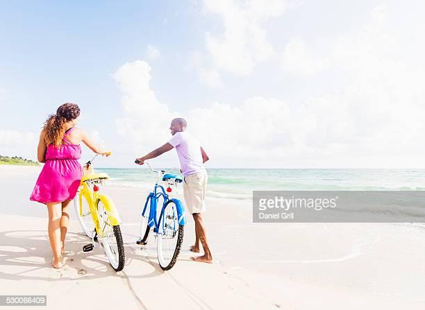 USA, Florida, Jupiter, Young couple during bike trip