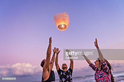 USA, Florida, Jupiter, Young people with illuminated lantern on beach : ストックフォト