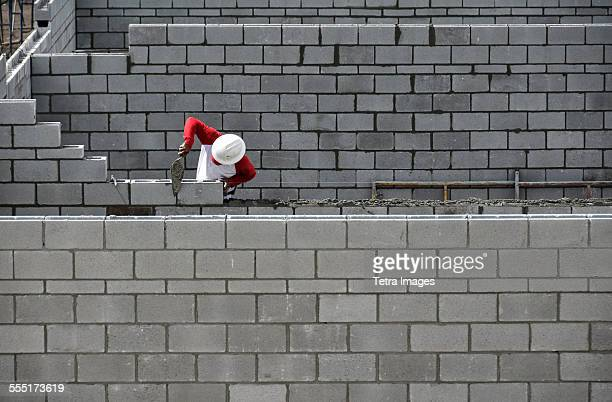 USA, Florida, Palm Beach, Bricklayer working on brick wall