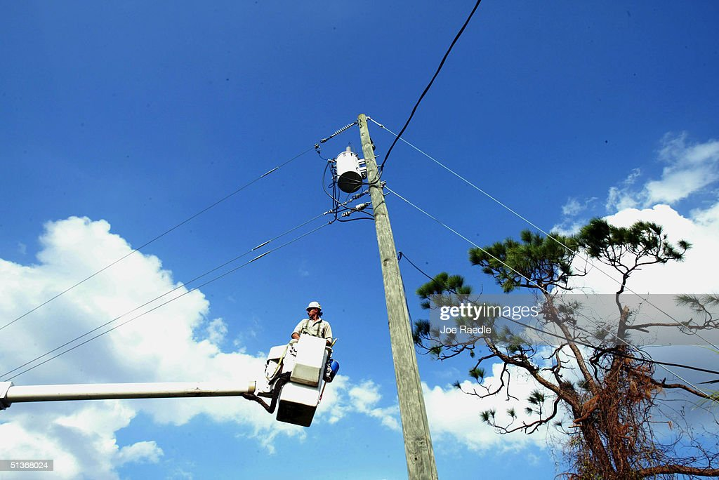 Florida Residents Still Cleaning Up After Hurricane Jeanne : Stock Photo