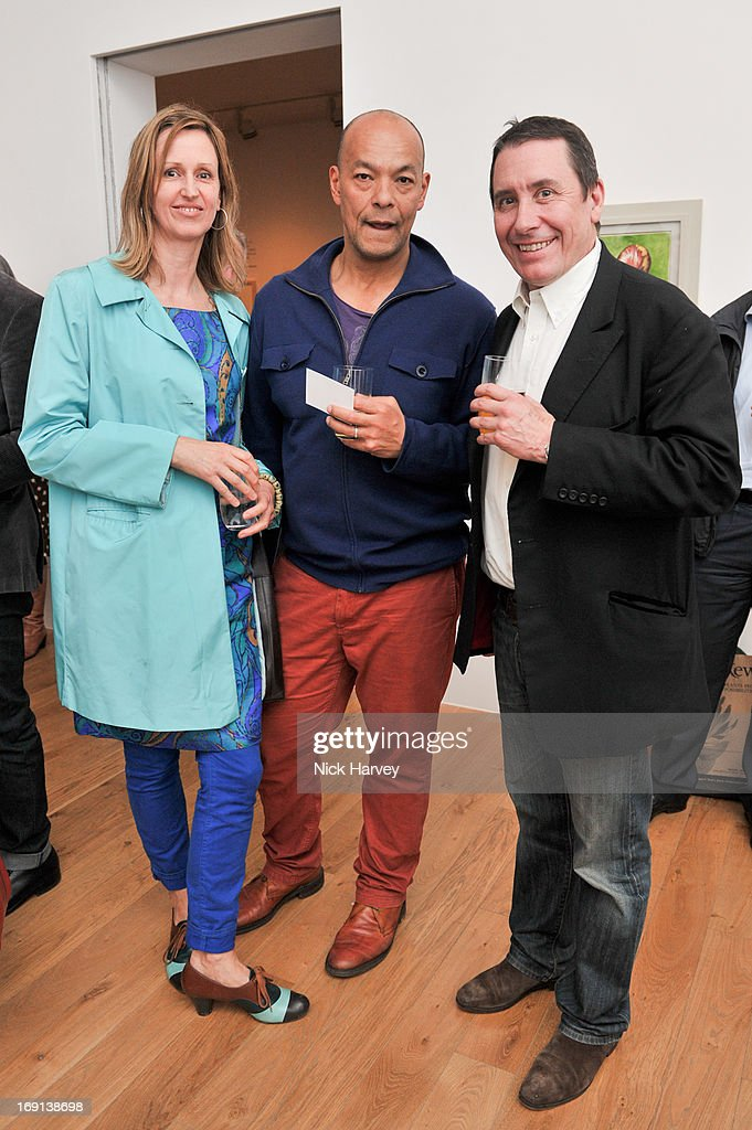 Florina McEwan Brooks, Hugo Brooks and <a gi-track='captionPersonalityLinkClicked' href=/galleries/search?phrase=Jools+Holland&family=editorial&specificpeople=208635 ng-click='$event.stopPropagation()'>Jools Holland</a> attend Rory McEwen - The Colours of Reality at Kew Gardens on May 20, 2013 in London, England.