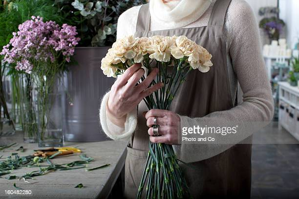 florist making a bouquet of flowers