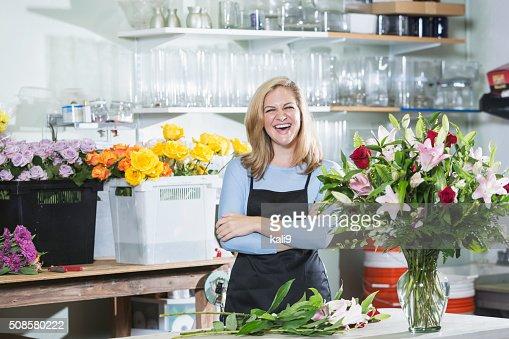 Florist working on flower arrangements : Stock Photo