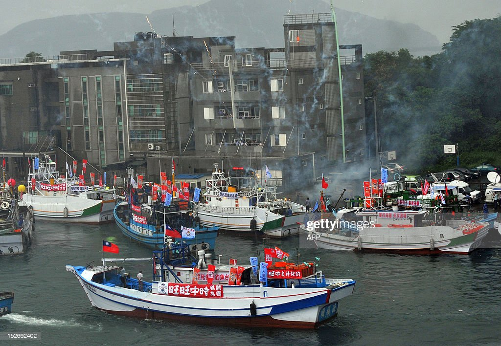 A flotilla of Taiwanese fishing boats, against a backdrop of fireworks, head to the disputed East China Sea islands, known as Senkaku in Japanese and Diaoyu Islands in Chinese, from a port in northeast Ilan county on September 24, 2012. Dozens of Taiwanese fishing boats will set sail for the disputed East China Sea islands, organisers said, amid a row over territory controlled by Japan but also claimed by China and Taiwan. AFP PHOTO / Mandy CHENG