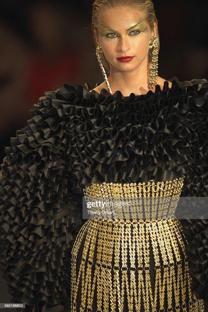 FALLWINTER FASHION SHOW 97/98 Flounced dress