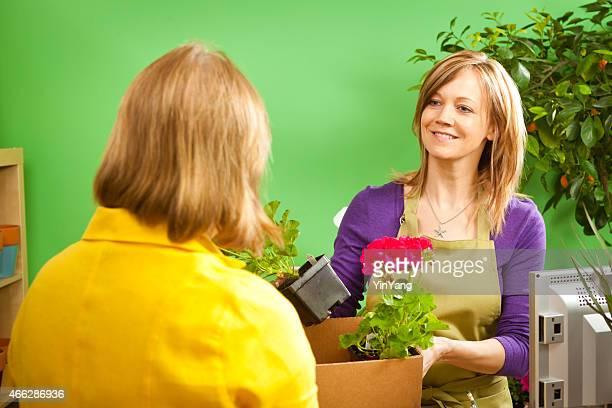 Blumengeschäft Retail Geschäftsinhaber mit Kunden Horizontal