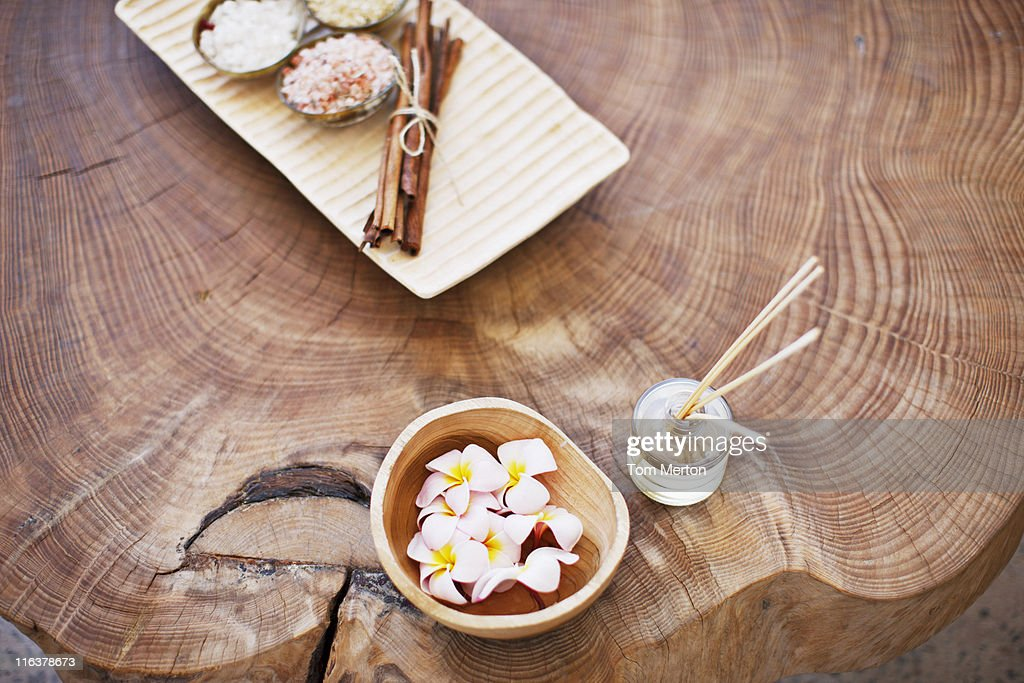 Flowers and diffuser on wood stump : Stock Photo