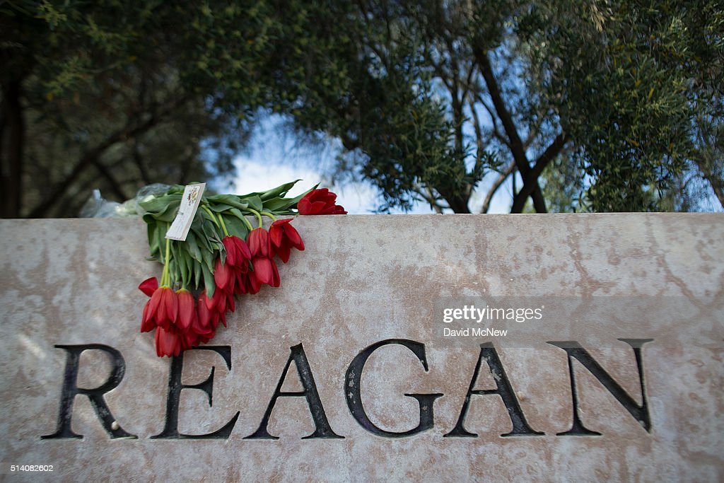 Flowers are left in memory of former first lady Nancy Reagan near the Ronald Reagan Presidential Library and Center for Public Affairs on March 6, 2016 in Simi Valley, California. The first lady died at her Bel Air, California home this morning at the age of 94.
