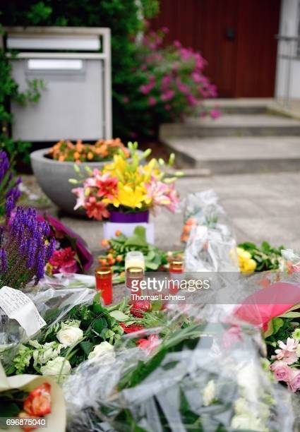 Flowers lay in front of the home of former German Chancellor Helmut Kohl in Oggersheim district on June 17 2017 in Ludwigshafen Germany Kohl who was...