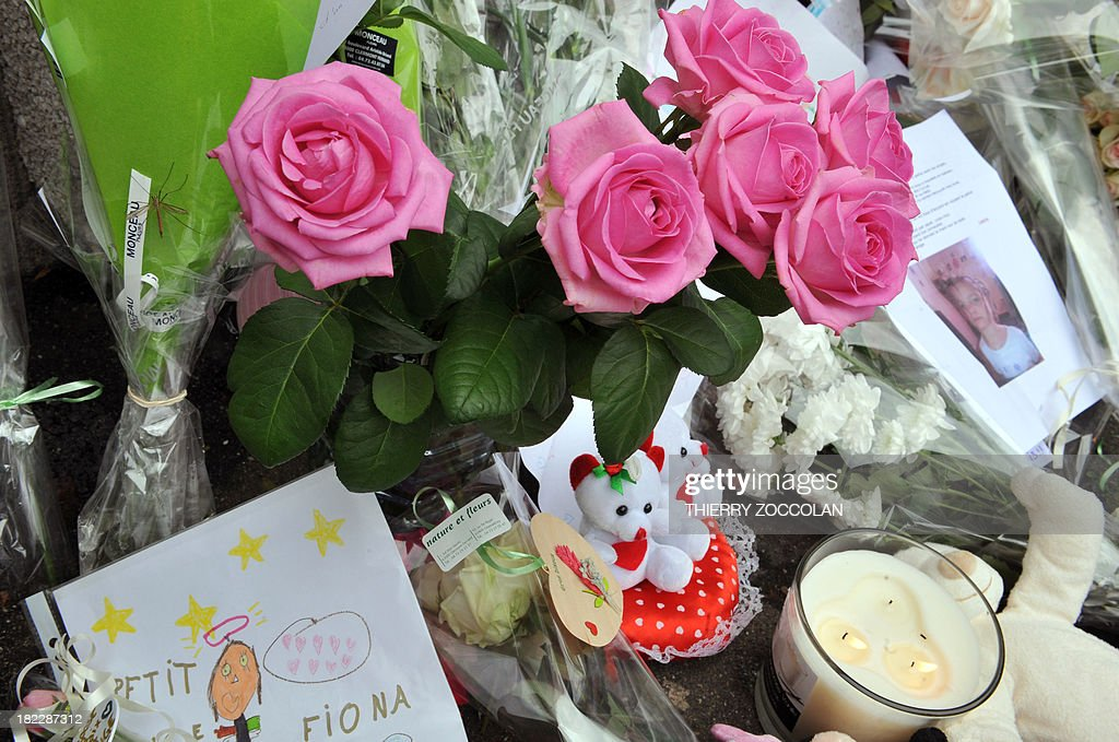 Flowers, toys and messages are left outside the house where five-year-old Fiona used to live in Clermont-Ferrand on September 29, 2013. French police are still searching for the body of Fiona whose mother, who was taken into questioning with her partner, admitted to investigators that the girl had died and her body was at the edge of a forest. AFP PHOTO/THIERRY ZOCCOLAN