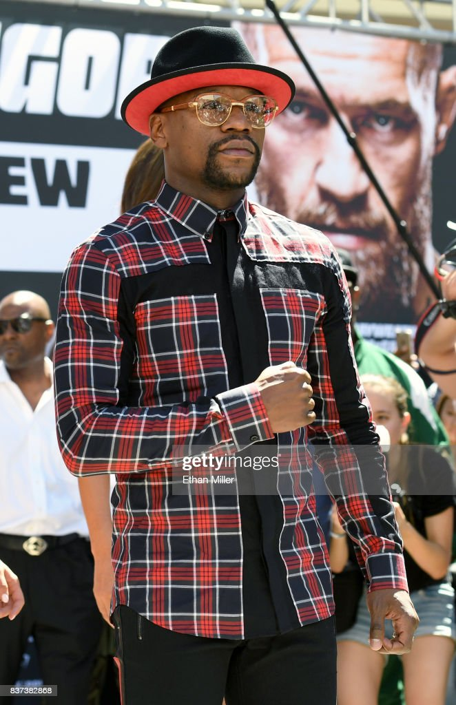Floyd Mayweather Jr. arrives at Toshiba Plaza on August 22, 2017 in Las Vegas, Nevada. Mayweather will fight UFC lightweight champion Conor McGregor in a super welterweight boxing match at T-Mobile Arena on August 26 in Las Vegas.