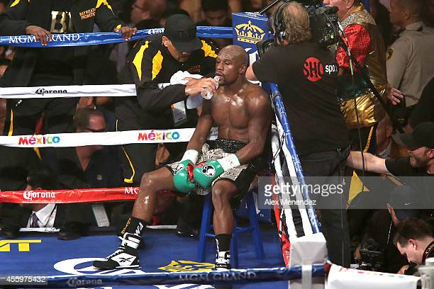 Floyd Mayweather Jr gets water in his corner as he fights Marcos Maidana during their WBC/WBA welterweight title fight at the MGM Grand Garden Arena...