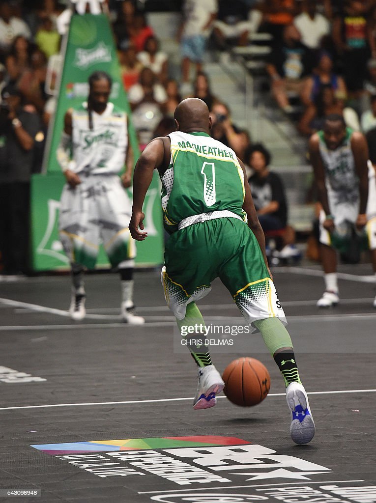 Floyd Mayweather participates in the Celebrity Basketball Game at BET Experience at the Convention Center in Los Angeles, on June 25, 2016. / AFP / CHRIS