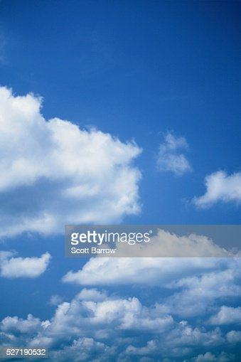 Fluffy clouds : Bildbanksbilder