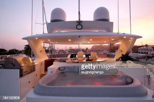 flybridge deck luxury motor yacht