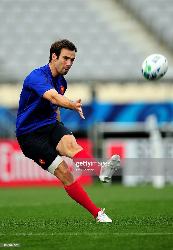 Flyhalf <a gi-track='captionPersonalityLinkClicked' href=/galleries/search?phrase=Morgan+Parra&family=editorial&specificpeople=688758 ng-click='$event.stopPropagation()'>Morgan Parra</a> practices his goalkicking during a France IRB Rugby World Cup 2011 captain's run at Eden Park on October 14, 2011 in Auckland, New Zealand.