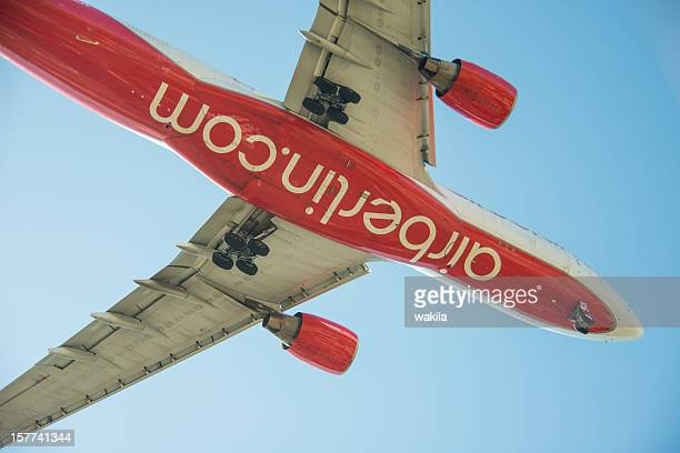 Fliegende Flugzeug Air Berlin von unten