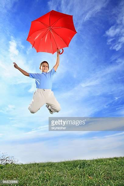 Flying Junge mit Schirm.