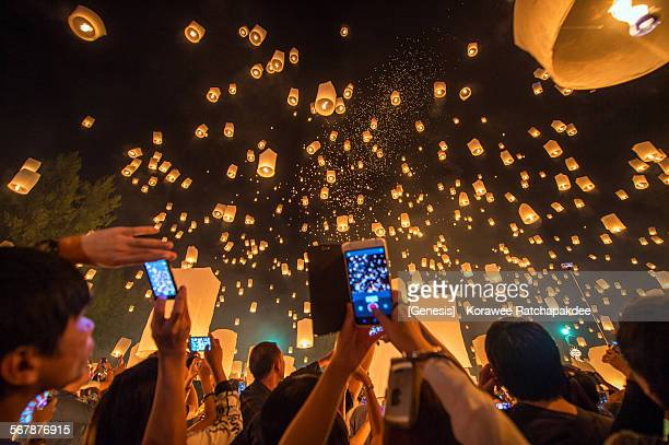 Flying lanterns with the tourist