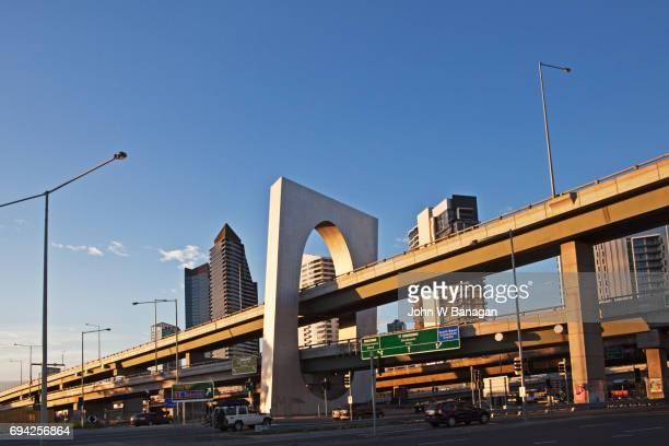 Flyover, Melbourne skyline