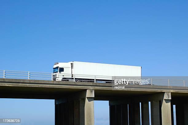 flyover truck Weiß