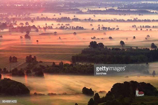 Nebbia di mattina paese-lato