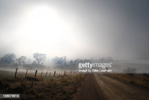 Foggy morning on Long Lane, Mansfield Victoria : Foto de stock