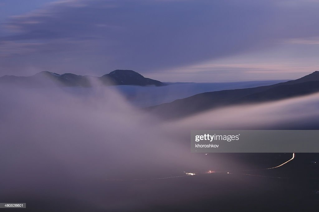 Foggy mountain valley before sunrise : Bildbanksbilder