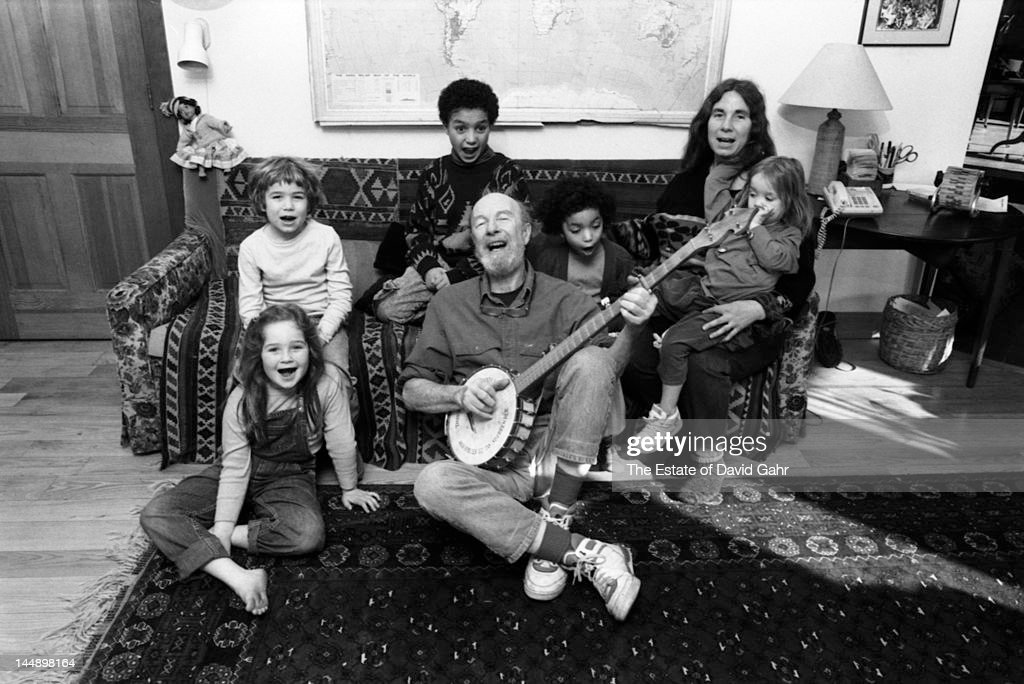 Folk singer and musician, songwriter, and environmental activist <a gi-track='captionPersonalityLinkClicked' href=/galleries/search?phrase=Pete+Seeger&family=editorial&specificpeople=213821 ng-click='$event.stopPropagation()'>Pete Seeger</a> with his banjo, leads a sing-along with young friends and family at home in April 1991 in Beacon, New York.