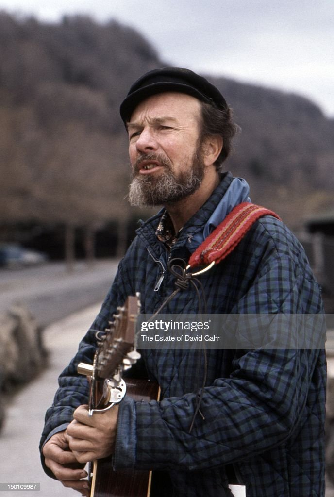 Folk singer, songwriter, and activist <a gi-track='captionPersonalityLinkClicked' href=/galleries/search?phrase=Pete+Seeger&family=editorial&specificpeople=213821 ng-click='$event.stopPropagation()'>Pete Seeger</a> poses for a portrait on the Palisades in April, 1971 in New York City, New York.