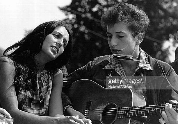 Folk singers Joan Baez and Bob Dylan perform during a civil rights rally on August 28 1963 in Washington DC