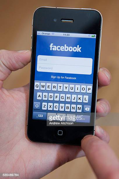 Following Facebook on a iphone 4 s mart phone connected to the internet