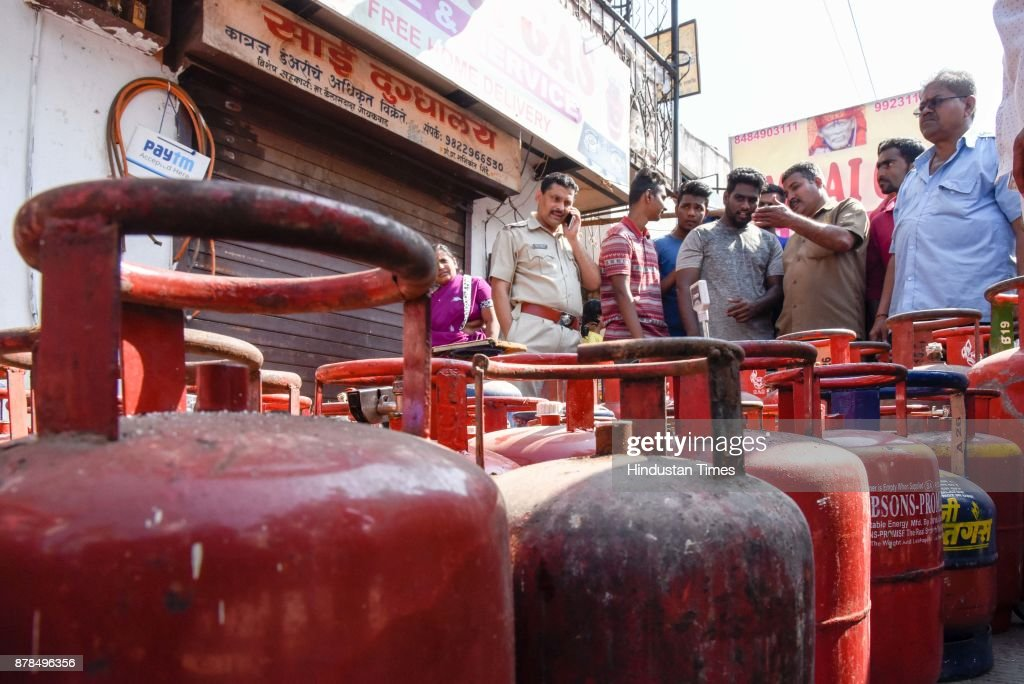 Police Seized Illegal Gas Cylinder Agency In Pune
