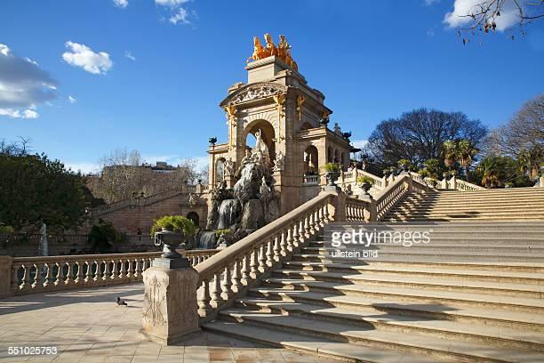 Font de la Cascada mit goldener Quadriga de l'Aurora im Parc de la Ciutadella in Barcelona Katalonien Spanien Europa
