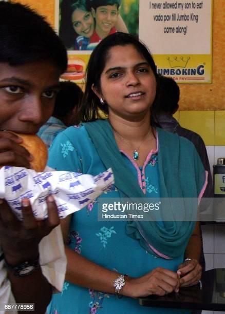 Food Reeta Gupta owner of Jumbo King Vada Pav